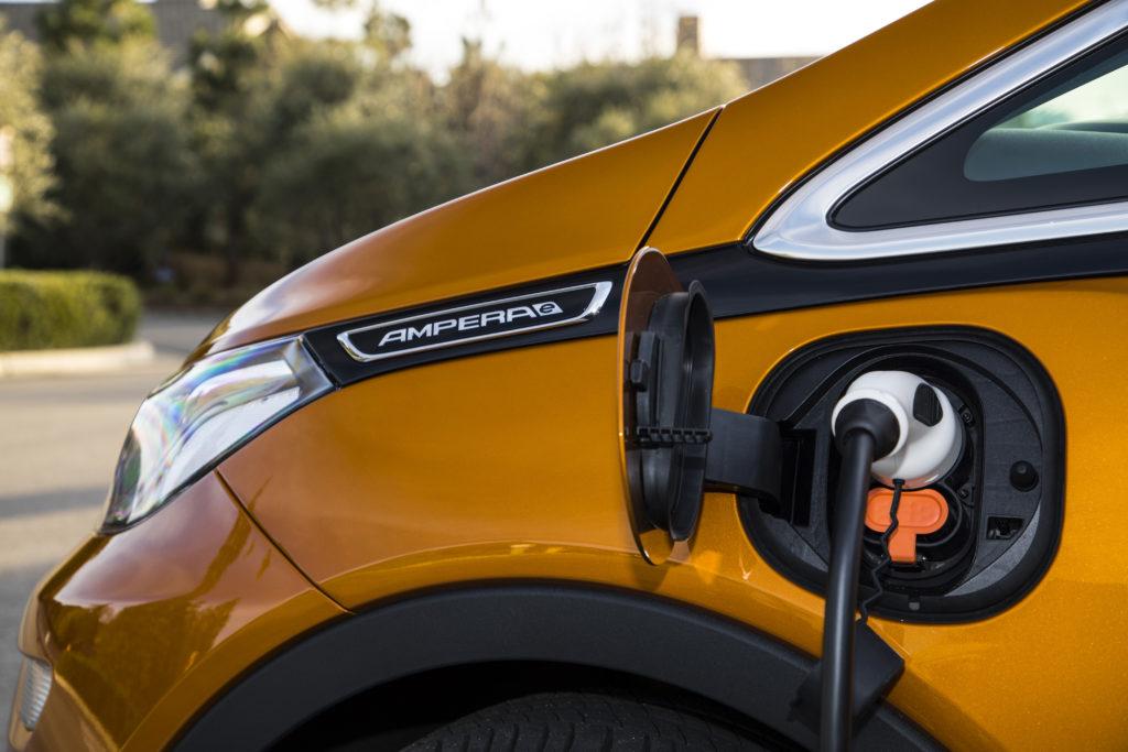 Opel Ampera-e am Ladekabel   © OPEL 2019